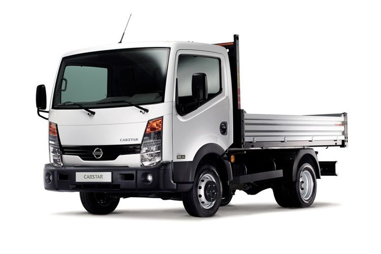 Nissan NT400 Cabstar 35.13 SWB 3.0 dCi DRW 130PS  Dropside Manual front view