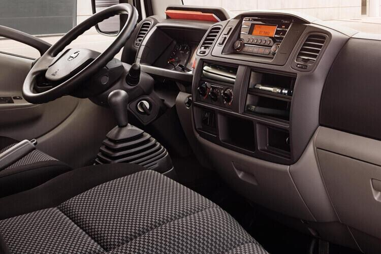Nissan NT400 Cabstar 35.13 MWB 3.0 dCi DRW 130PS  Tipper Manual inside view